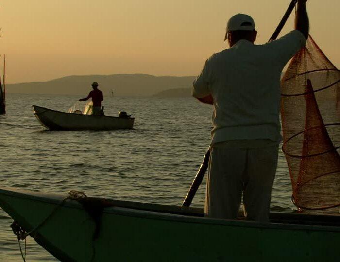 lago-di-trasimeno-umbria-rete-da-pesca-pescatore